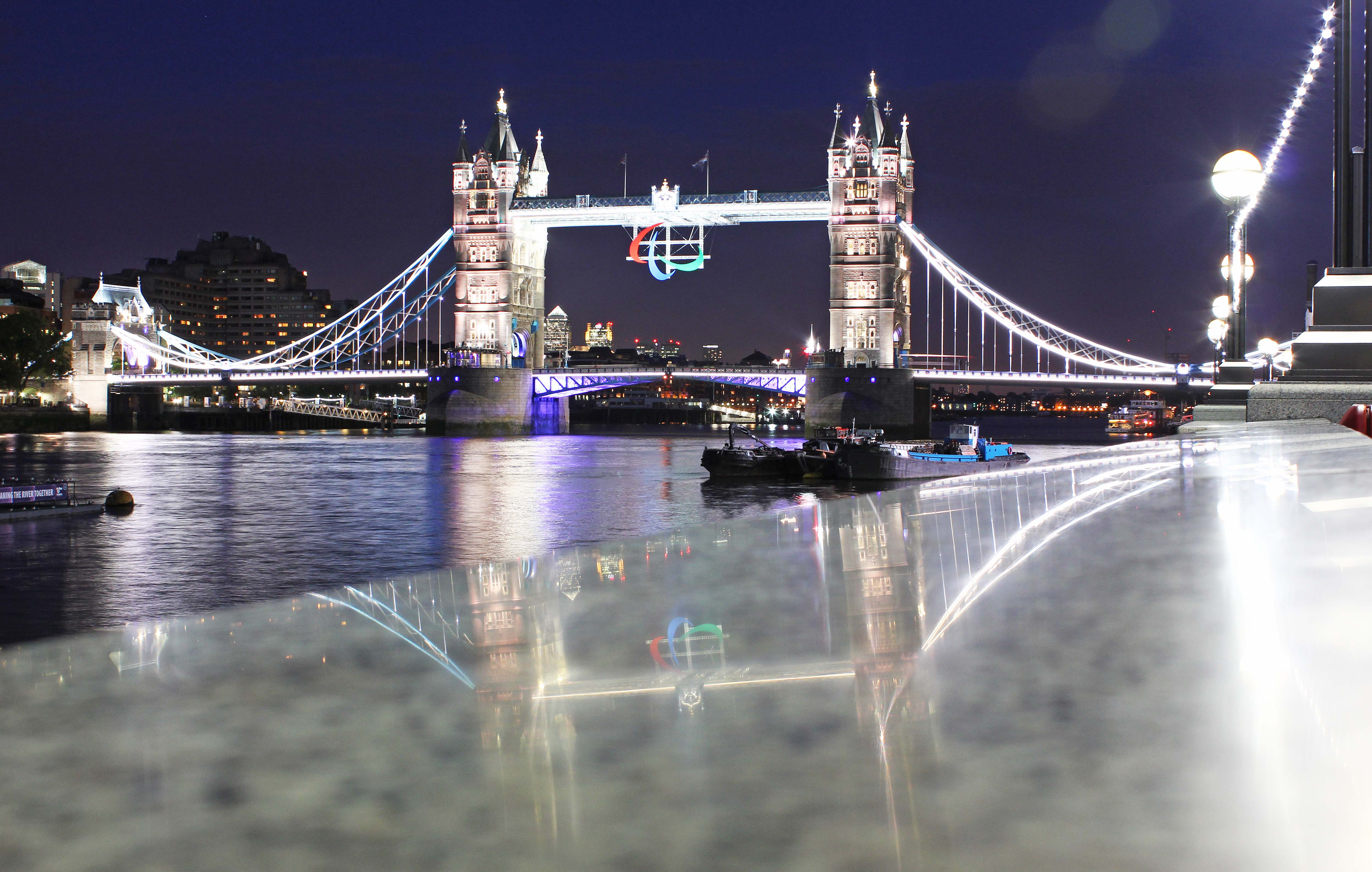 nighttimetowerbridge